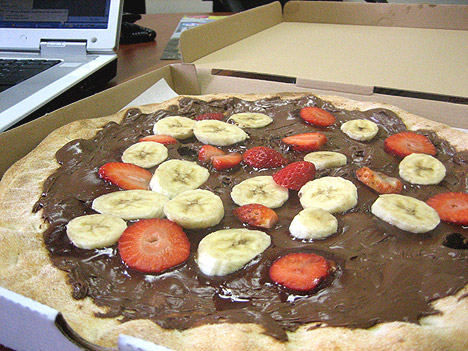 pizza-cu-sarmale-si-banane