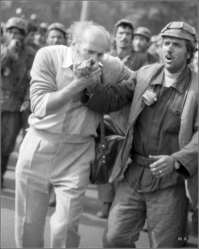 bucurestean sarutanad mana unui miner