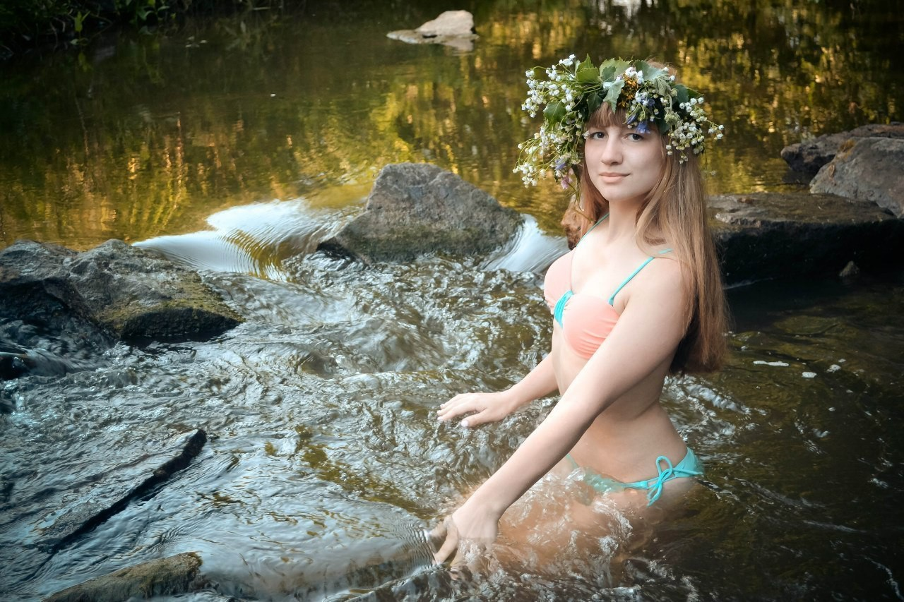 Телочки купаются в озере, Девки купаются на речке голые -видео. Смотреть 8 фотография