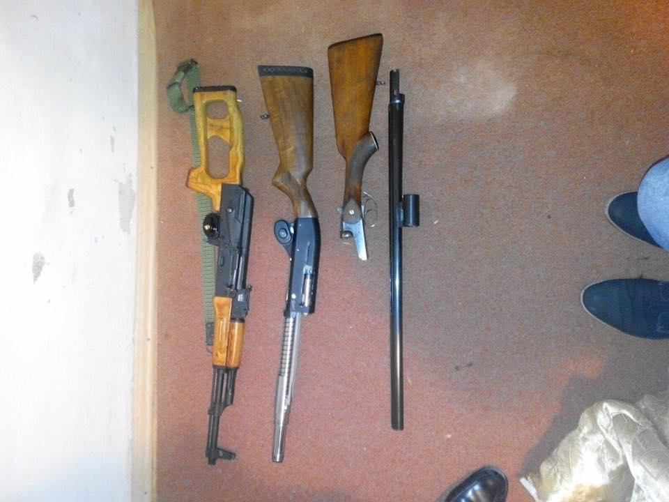 traficanti romani de arme